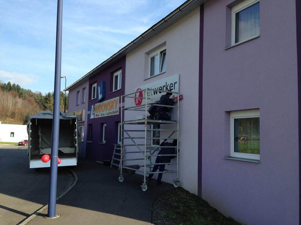 netwerker Mediahaus Werbetafel am Kreisverkehr in Wies